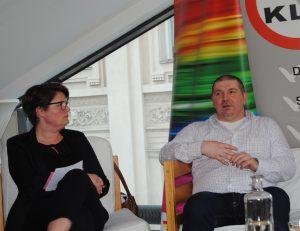 Andrea Ludwig und Wolfgang Wilhelm bei der Diskussion über Rechte von intergeschlechtlichen Personen