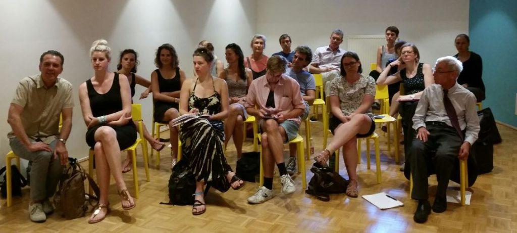 """Auf dem Bild ist das Publikum bei der Veranstaltung """"Zeichen setzen"""" zu sehen."""