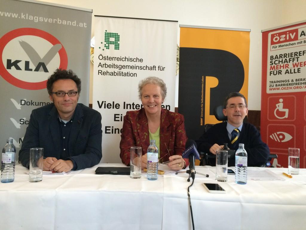 Podium_Pressekonferenz_Barrierefreiheit_070915