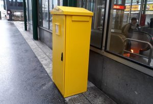 Neuer Briefkasten mit Einwurf auf 148 cm (Quelle: BIZEPS)