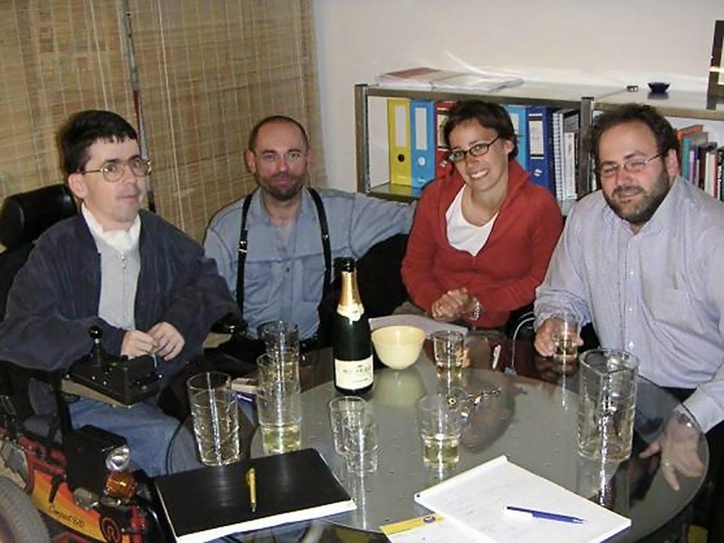 Auf dem Foto sind Matin Ladstätter, Kurt Krickler, Birgit Weiss und Dieter Schindlauer bei der Gründung des Klagsverbands 2004 zu sehen.