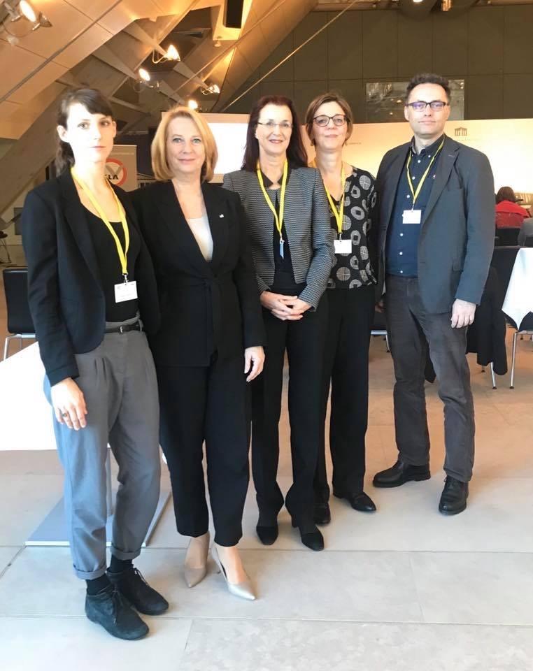 Auf dem Bild zu sehen: Theresa Hammer, Doris Bures, Silvia Ulrich, Daniela Almer, Volker Frey