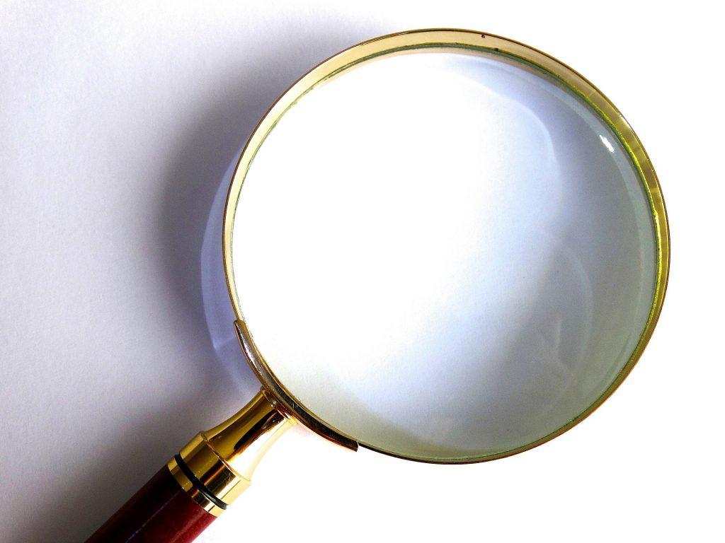 Das Bild zeigt eine Lupe. (c) Pixabay