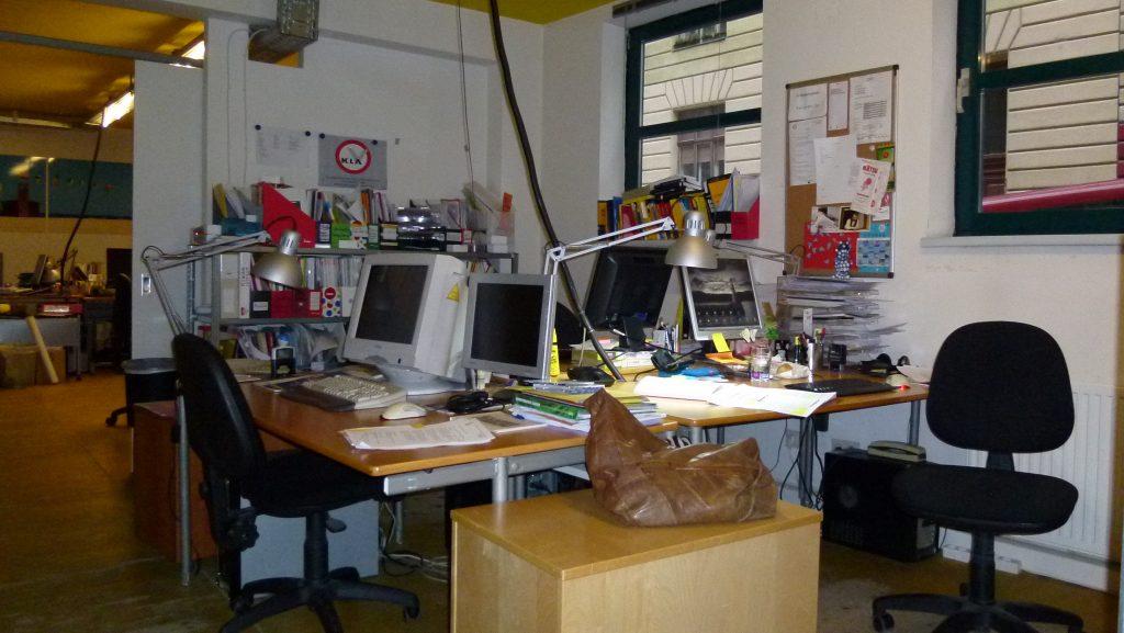 Schreibtische im Klagsverbands-Büro in der Luftbadgasse